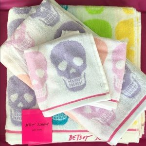 Betsey Johnson Kaleidaskull Bath Towel Set